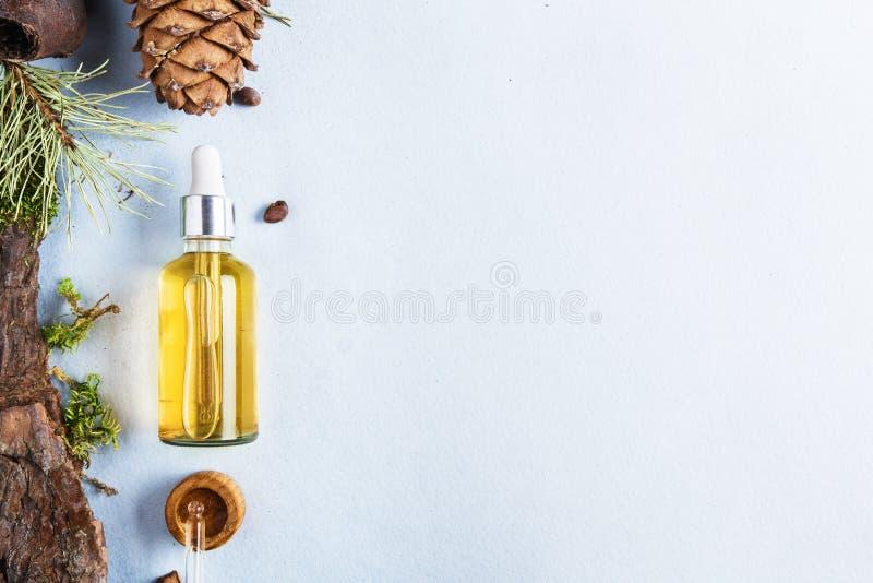 Homöopathische Öle, diätetische Ergänzungen für intestinale Gesundheit Naturkosmetik, Öle für Hautpflege auf einem hellen Hinterg stockfotos