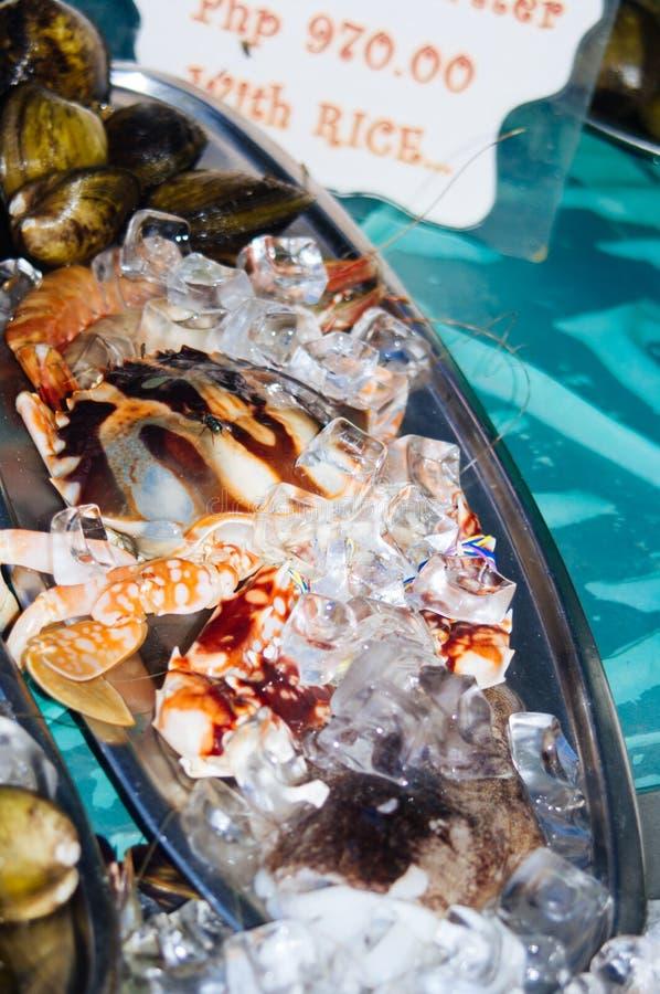Homards frais sur l'affichage de restaurant Fraîchement crochet des homards pour le tourisme gastronome en Asie photographie stock