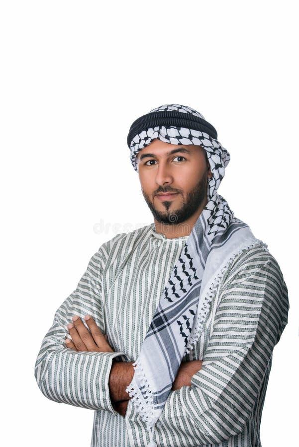 Hombre árabe palestino en el traje tradicional que se coloca con sus manos dobladas foto de archivo