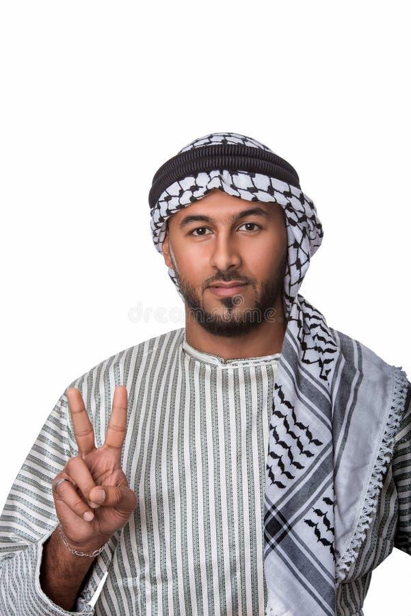 Hombre árabe palestino que muestra el signo de la paz y la situación contra fondo blanco aislado imagenes de archivo