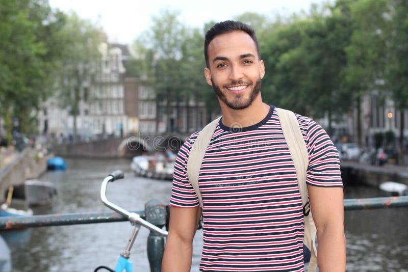 Hombre étnico lindo que cruza un puente imágenes de archivo libres de regalías