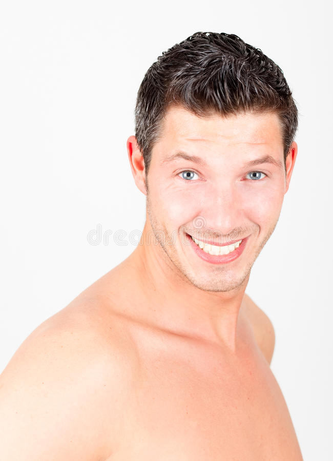 Hombre adulto joven del estilo de la alineada del corte del pelo imagen de archivo libre de regalías