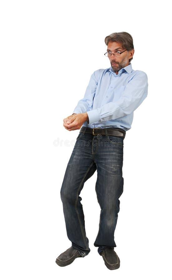 Hombre adulto que tira algo aislado fotografía de archivo