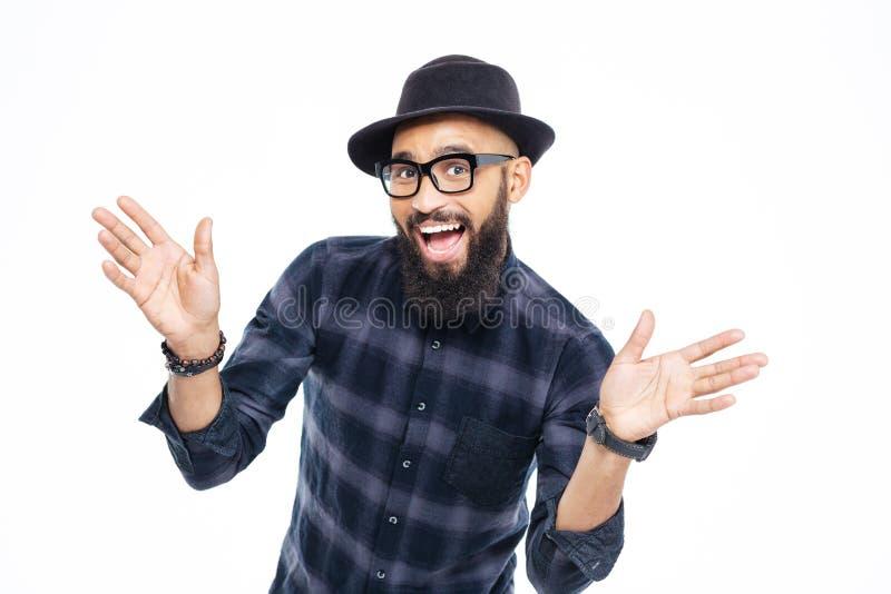 Hombre africano barbudo joven acertado feliz foto de archivo