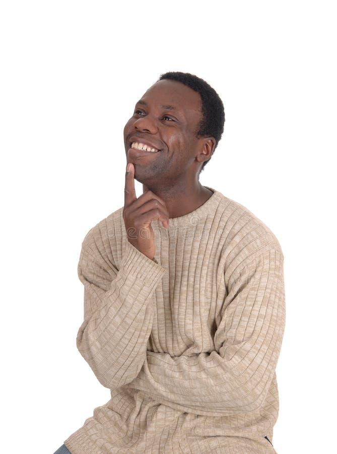 Hombre africano feliz con una cara sonriente que mira para arriba foto de archivo libre de regalías