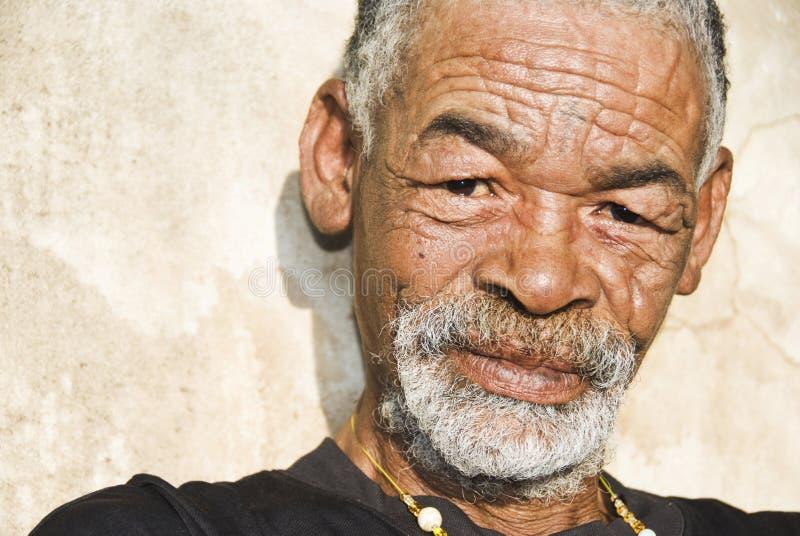 Hombre africano mayor imagen de archivo