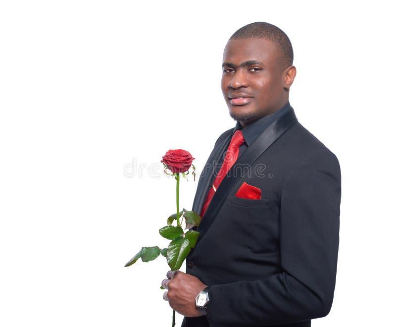 Hombre africano que sostiene la rosa del rojo disponible fotos de archivo