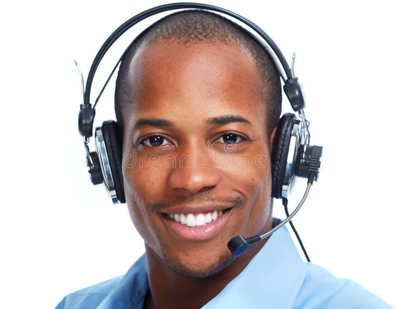 Hombre afroamericano en auriculares imagen de archivo libre de regalías