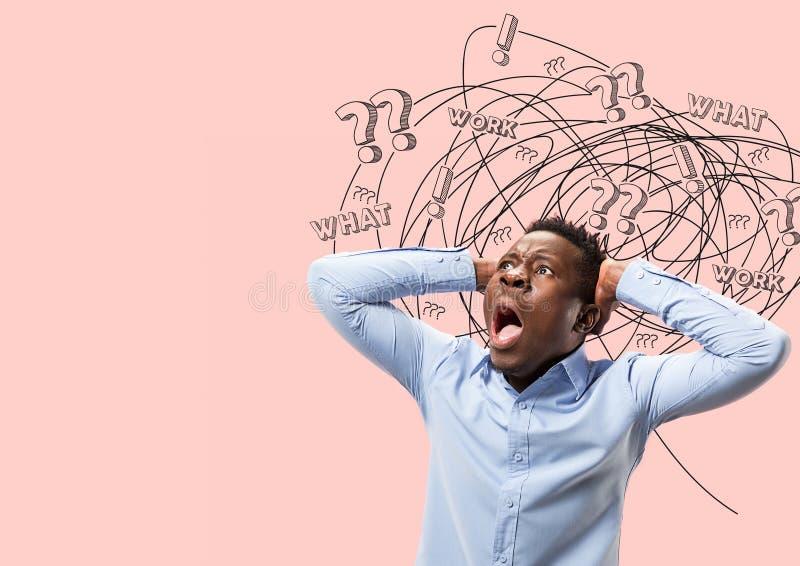 Hombre afroamericano joven con pensamientos mezclados ilustración del vector