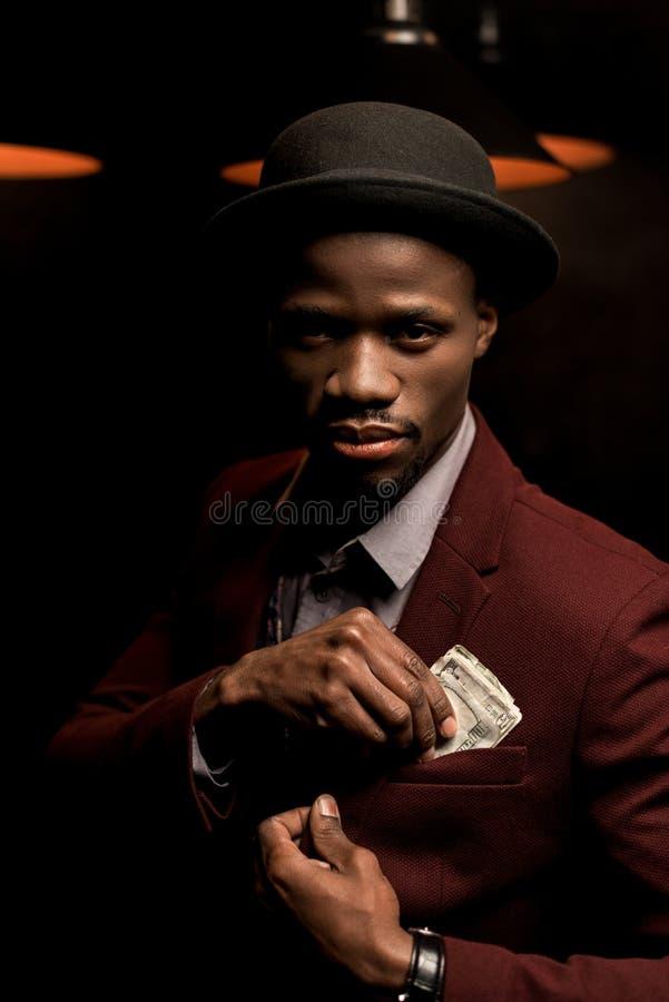 hombre afroamericano rico hermoso imagenes de archivo
