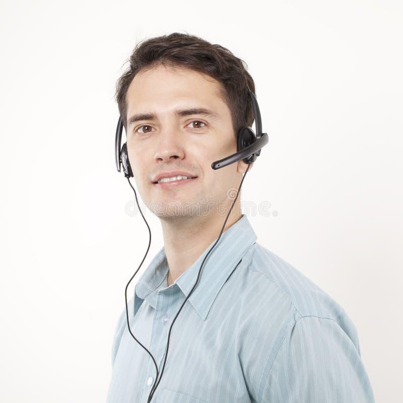 Hombre agradable con los auriculares, centro de atención telefónica imagen de archivo libre de regalías