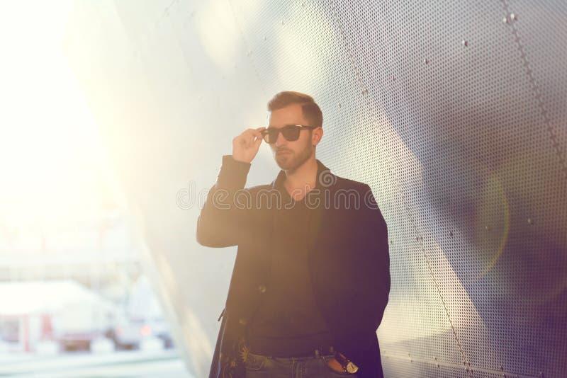 Hombre americano con las gafas de sol imagen de archivo libre de regalías