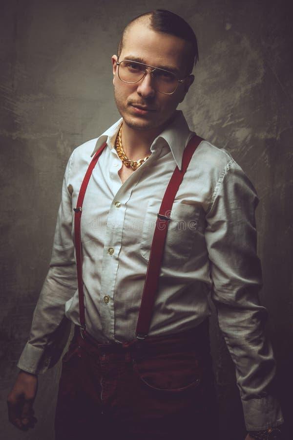 Hombre anormal en la camisa y los vidrios blancos imágenes de archivo libres de regalías