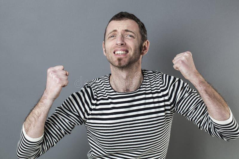 Hombre apasionado 40s que expresa pesares imagen de archivo libre de regalías