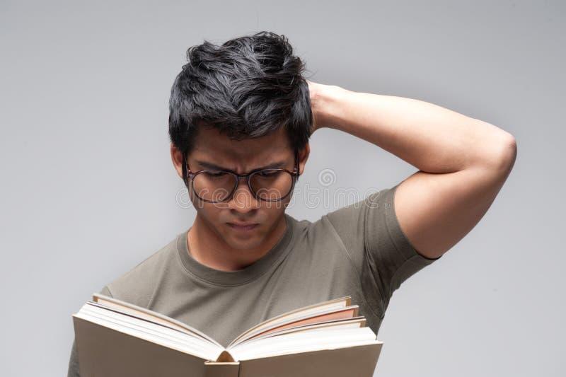Hombre asiático con los vidrios fotos de archivo