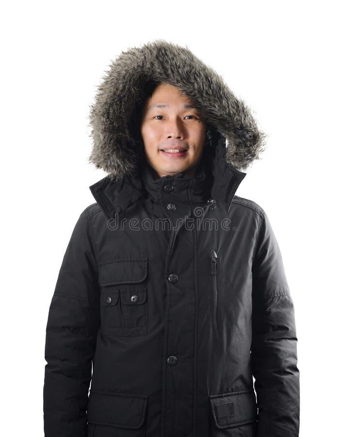 Hombre asiático del retrato que lleva el abrigo negro en el fondo blanco foto de archivo