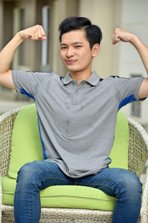 Hombre asiático joven muscular foto de archivo libre de regalías