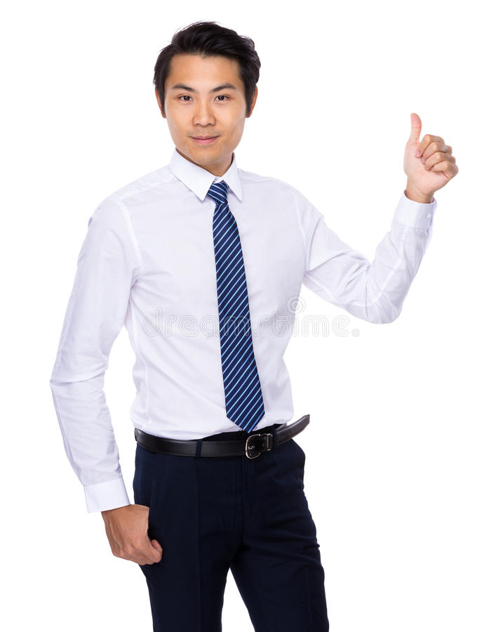 Hombre asiático joven que muestra el pulgar para arriba fotos de archivo