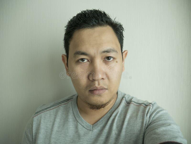 Hombre asiático que toma la foto de Selfie fotos de archivo libres de regalías