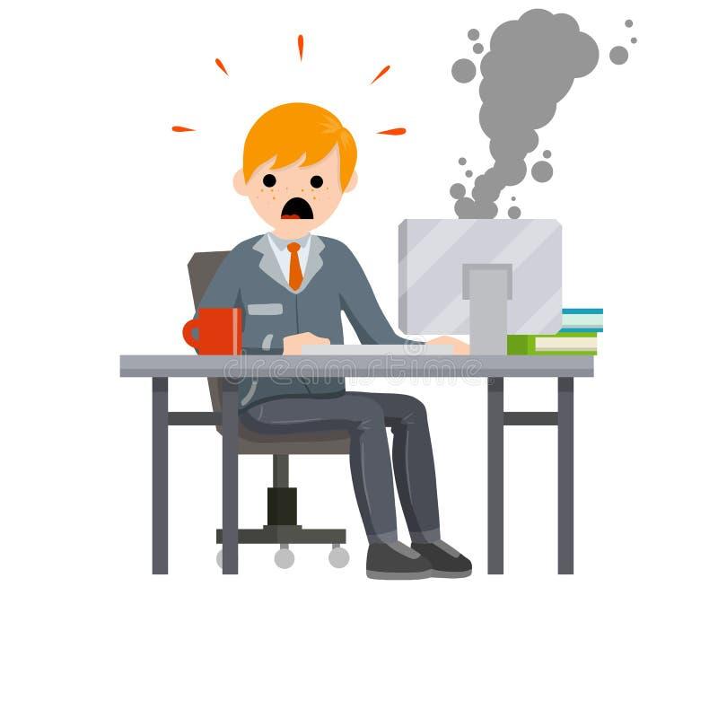 Hombre asustado que se sienta en oficina en la tabla foto de archivo libre de regalías