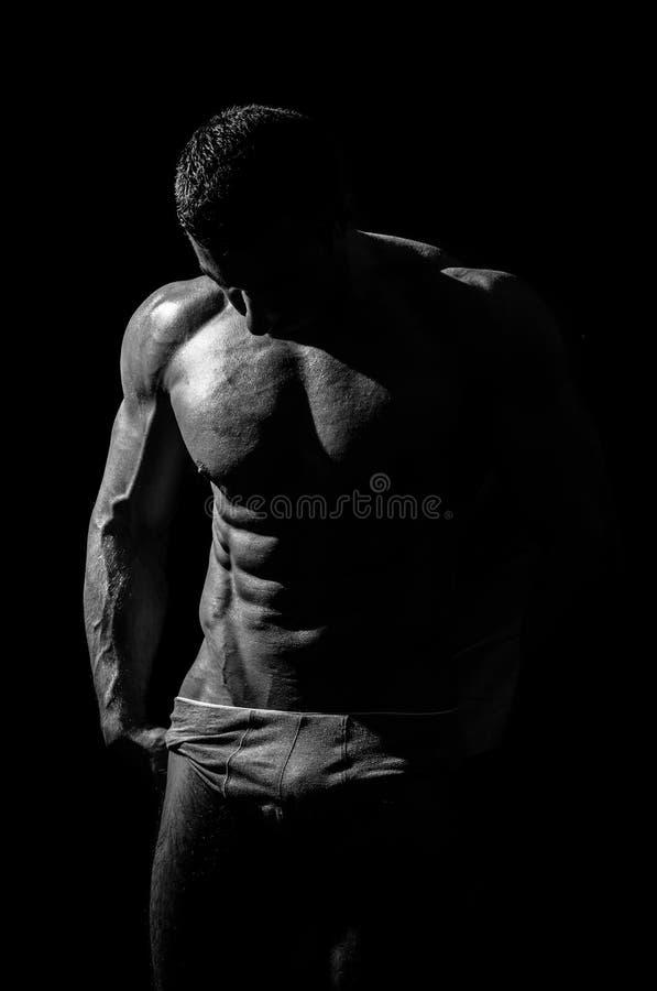Hombre atlético hermoso muy muscular fotos de archivo