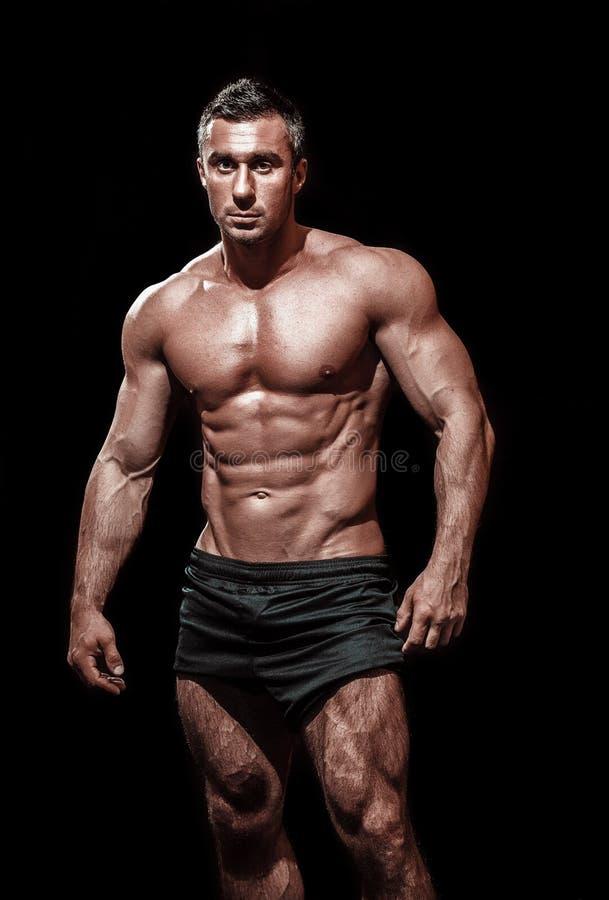 Hombre atlético hermoso muy muscular fotografía de archivo libre de regalías