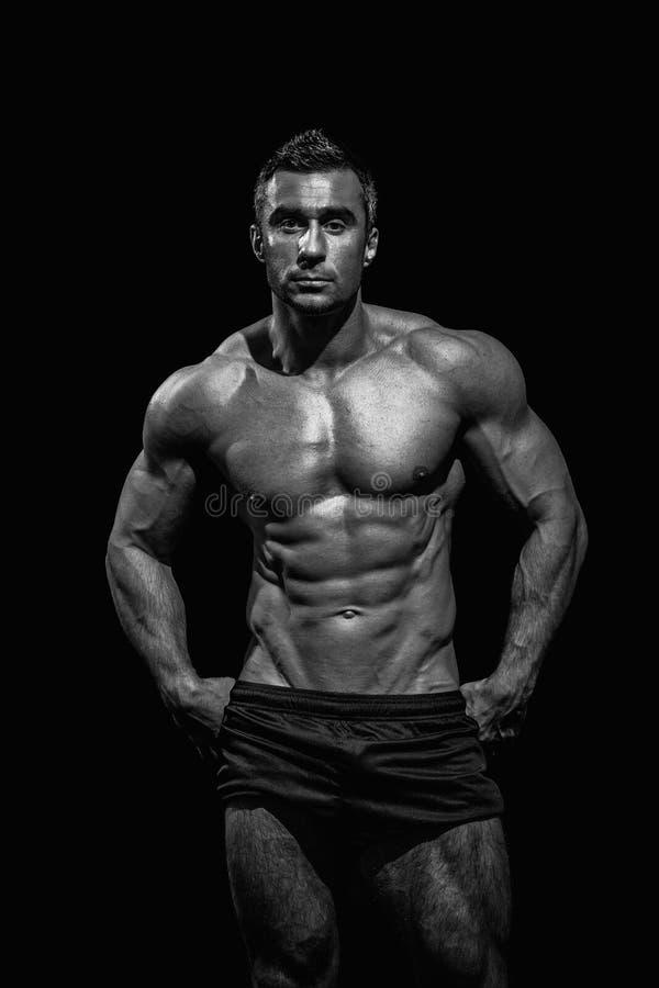 Hombre atlético hermoso muy muscular imágenes de archivo libres de regalías