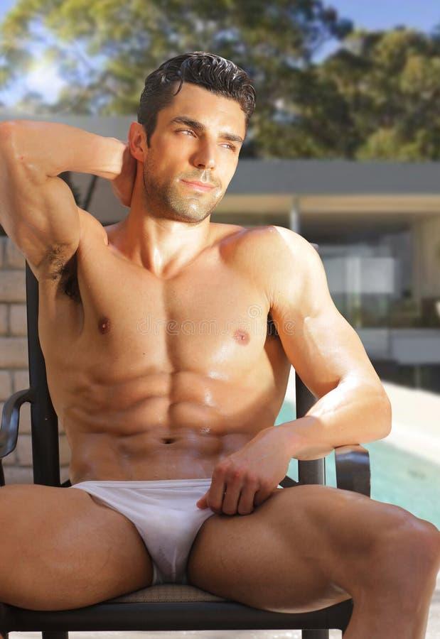 Hombre atractivo desnudado fotos de archivo libres de regalías