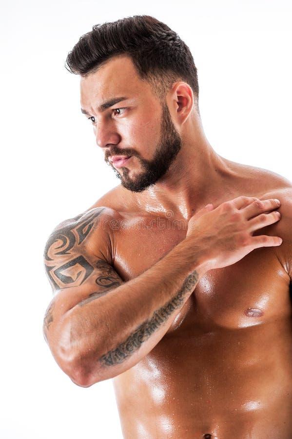 Download Hombre Atractivo Hermoso Joven Con El Torso Tatuado Imagen de archivo - Imagen de músculo, atractivo: 100530857