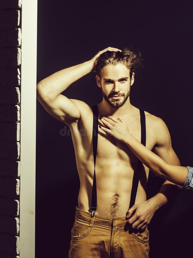Hombre atractivo muscular hermoso fotos de archivo
