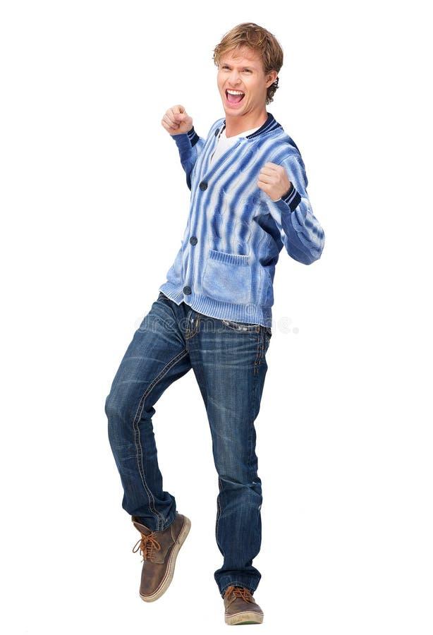 Hombre atractivo que bombea sus puños en el entusiasmo fotos de archivo