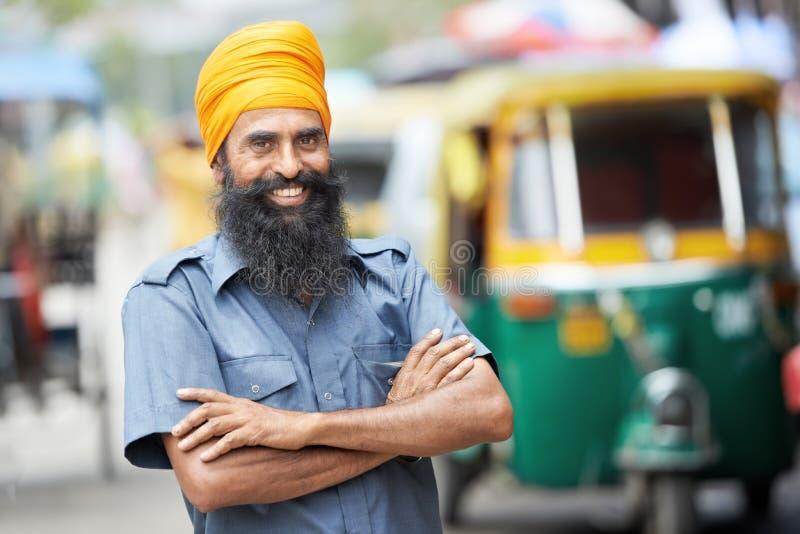 Hombre auto indio del programa piloto del tut-tuk del carrito imagen de archivo