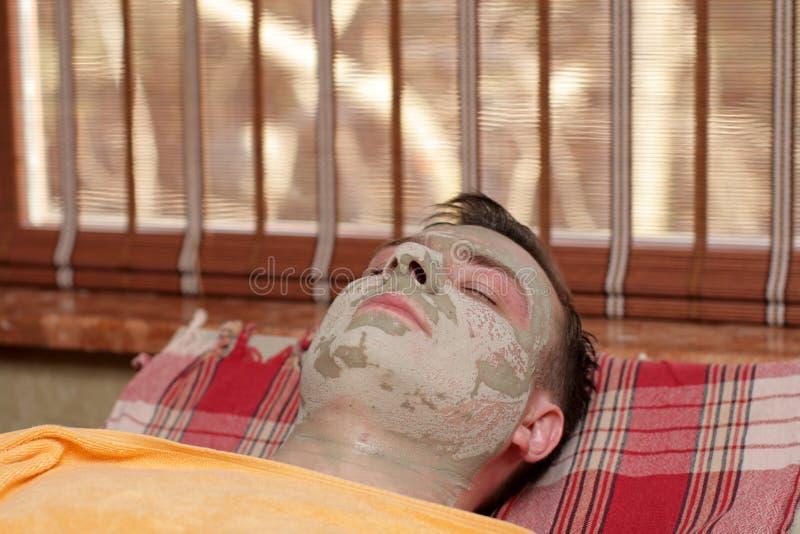 Hombre bajo máscara fotografía de archivo libre de regalías