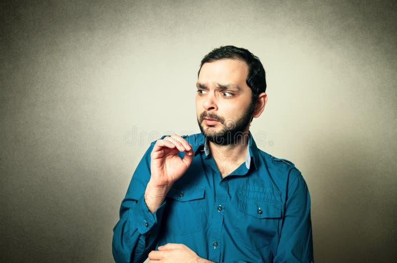 Hombre barbudo chocado imagen de archivo libre de regalías