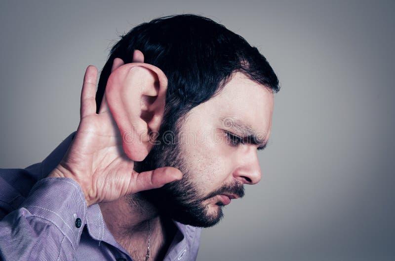 Hombre barbudo con el oído grande fotos de archivo