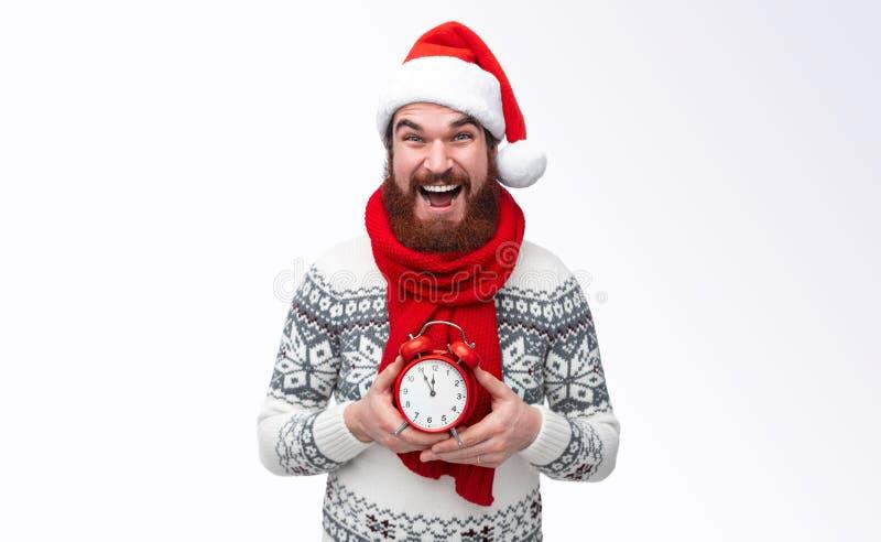 Hombre barbudo con el reloj cinco al twelfe fotografía de archivo