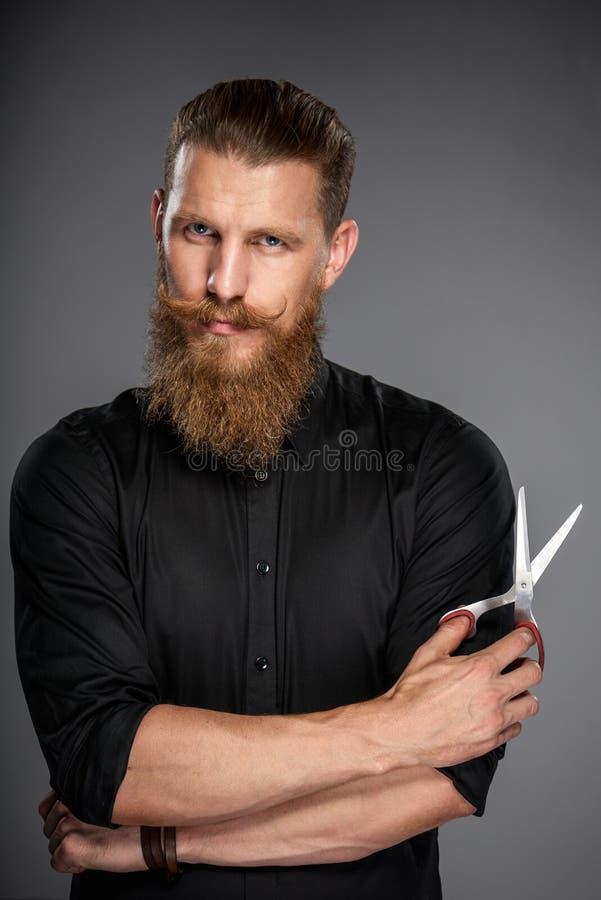 Hombre barbudo con la cinta de la medida fotografía de archivo libre de regalías