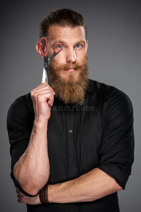 Hombre barbudo con la cinta de la medida imágenes de archivo libres de regalías