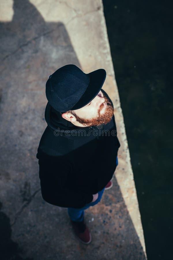 Hombre barbudo de moda foto de archivo