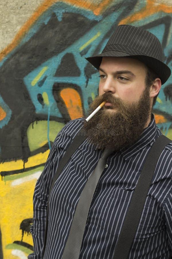 Hombre barbudo elegante fotos de archivo libres de regalías