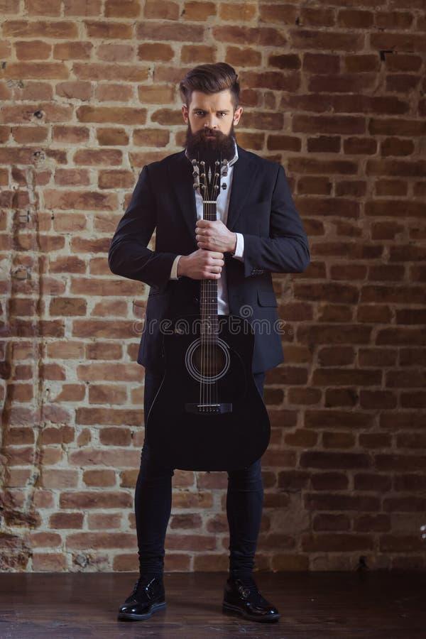 Hombre barbudo elegante imagen de archivo libre de regalías