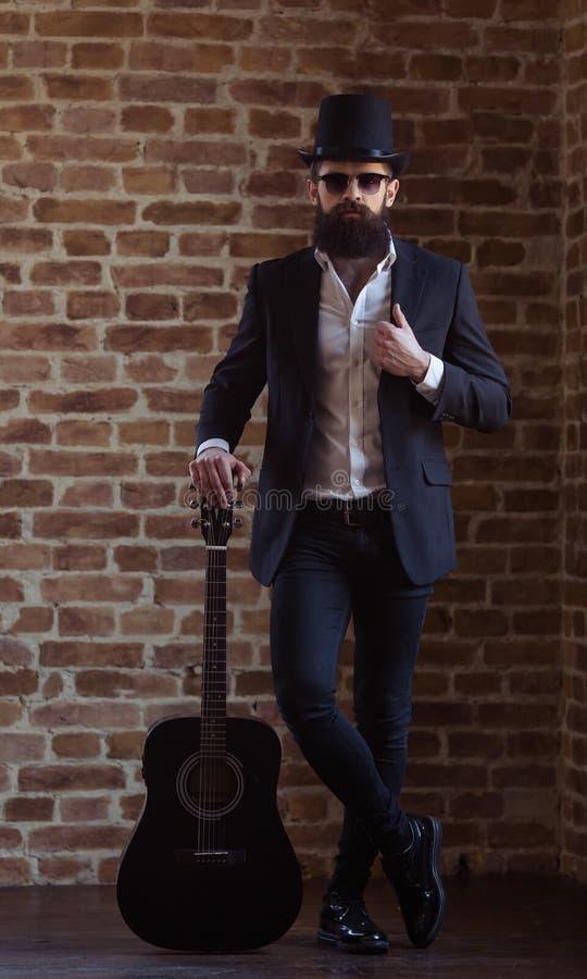 Hombre barbudo elegante fotografía de archivo libre de regalías