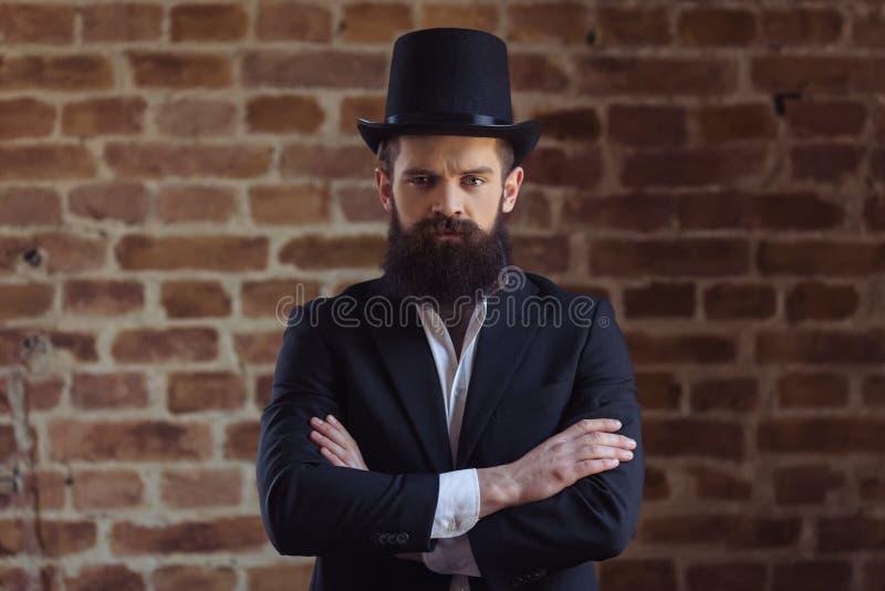 Hombre barbudo elegante imagenes de archivo