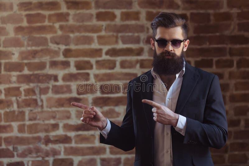 Hombre barbudo elegante imágenes de archivo libres de regalías