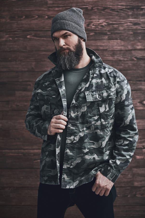 Hombre barbudo elegante foto de archivo libre de regalías