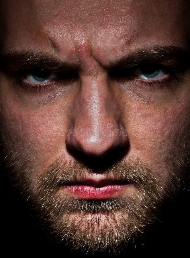 Hombre barbudo enojado imágenes de archivo libres de regalías