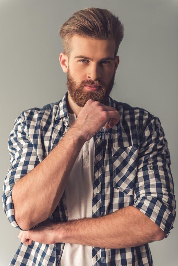 Hombre barbudo hermoso imagenes de archivo