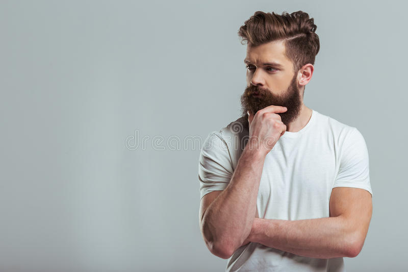 Hombre barbudo joven imagen de archivo