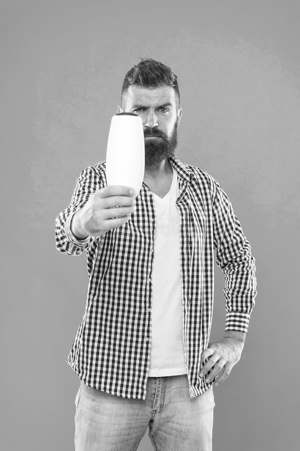 Hombre barbudo Pelo facial y el afeitar Elegir el acondicionador del champ? y de pelo Cuidado del pelo y de la barba Manera mascu imágenes de archivo libres de regalías