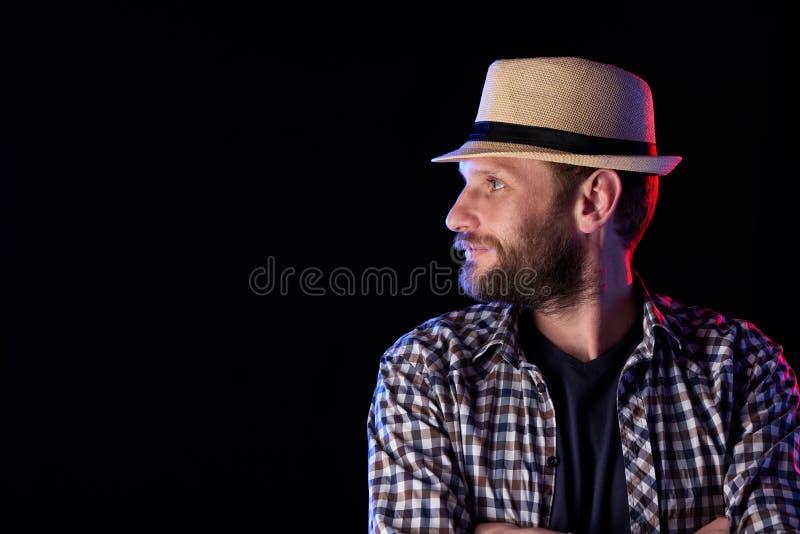 Hombre barbudo que mira al lado imagen de archivo